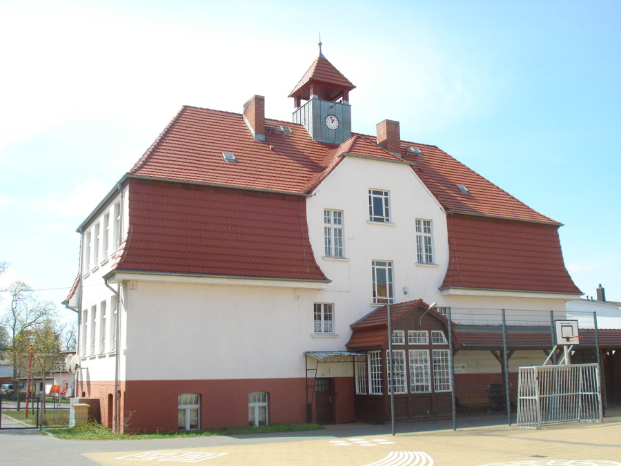 Beginn Sanierung denkmalgeschütztes Schulhaus Ahlbeck milatz.schmidt architekten